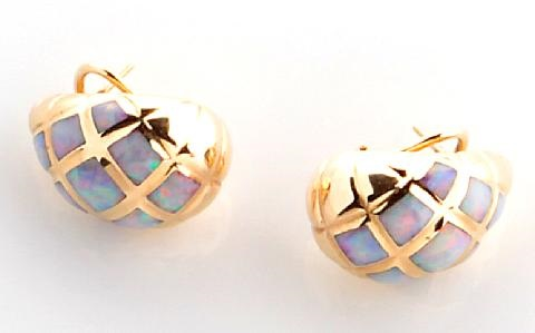pair of earrings by kabana