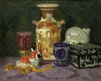 stilleben mit japanischer satsuma-vase, schmuckkästchen mit schildpattdekor und muschel by lazar krestin