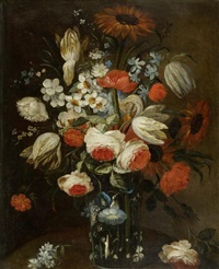 blumenstillleben mit tulpen und pfingstrosen in einer glasvase by scipione angelini
