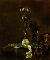 stilleben mit akeleipokal, römer, schalenglas und zitrone auf einem zinnteller by simon luttichuys