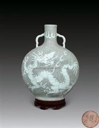 龙纹大扁瓶 (porcelain vase) by xia houwen