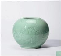 豆青釉鲤鱼纹罐 (a carp jar) by xia houwen