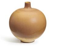 vase by berndt friberg