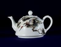 粉彩松鹤纹茶壶 by liu yucen