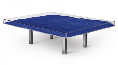 Table blue by yves klein on artnet for Table yves klein