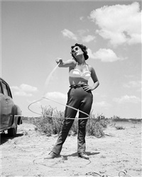 elizabeth taylor with lasso on the set of giant by frank worth