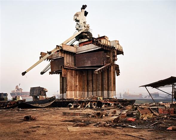 Shipbreaking 32 chittagong by edward burtynsky on artnet for Edward burtynsky