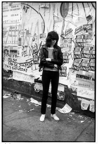 joey ramone stmarks place 1981 by godlis