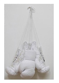 untitled (guantes) by beth moysés