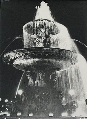 fountain, place de la concorde by ilse bing