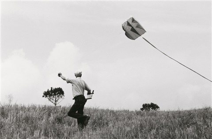 henri cartier-bresson flies a kite, provence by john loengard