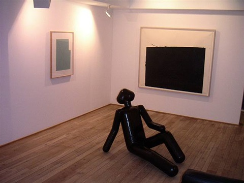 exhibition view with robert mangold, richard serra and atelier van lieshout