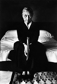 georgia o'keeffe on bed, abiquiu by john loengard