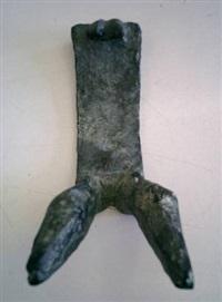kleine liegende mit straps by lothar fischer