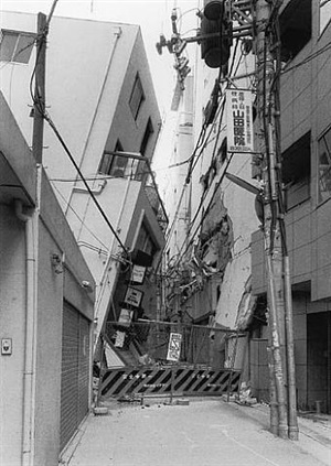 san-no-miya, kobe, after the earthquake by ryuji miyamoto