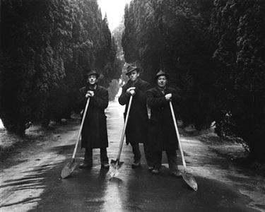 gravediggers dublin, 1966 by evelyn hofer