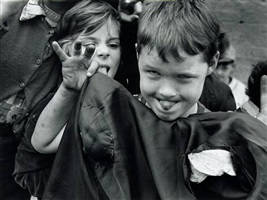 kids making faces by william klein