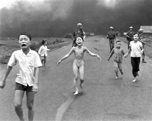 villagers fleeing a napalm strike, village of trang bang, vietnam, june 8 by nick ut
