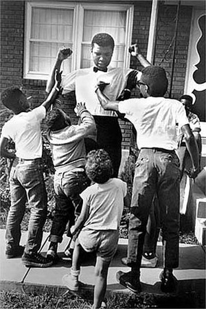 cassius clay with children, lexington, ky by steve schapiro