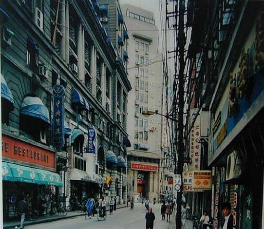 jiangxi zhong lu, shanghai 1996 by thomas struth