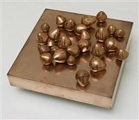 26 œufs aplatis sur un plateau by pol bury
