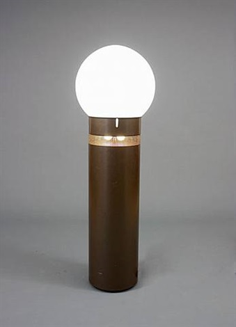 'oracolo' light for artemide by gae aulenti