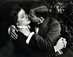 lovers, budapest, hungary, 1915 by andré kertész