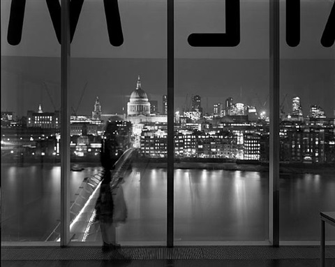 tv07246 lucy at the tate modern by matthew pillsbury