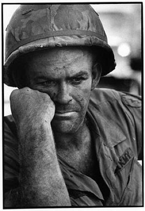 soldat américain au nord du vietnam by gilles caron