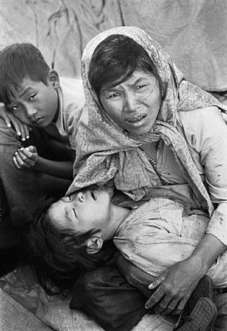 boat of no smiles, vietnamese refugees, gulf of siam, thanksgiving day by eddie adams
