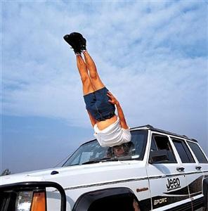 falls to the car by li wei