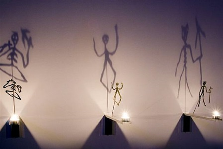 les ombres bougies, tot by christian boltanski