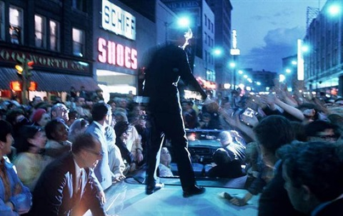 robert kennedy campaigning at dusk, hammond,indiana, 1968 by bill eppridge