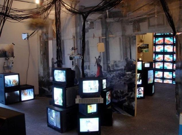 installationsansicht von 'the palace at 4 a.m.' by jon kessler