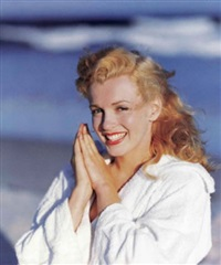 marilyn on beach by andre de dienes