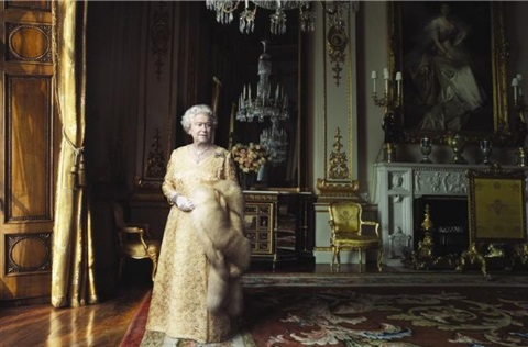 elizabeth ii, buckingham palace, london by annie leibovitz