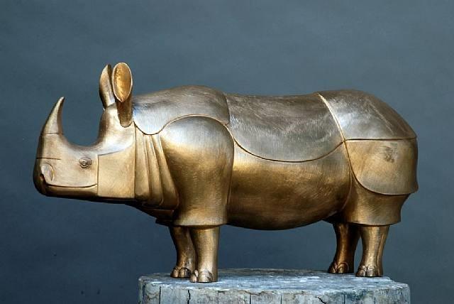 petit rhinocéros doré by françois-xavier lalanne