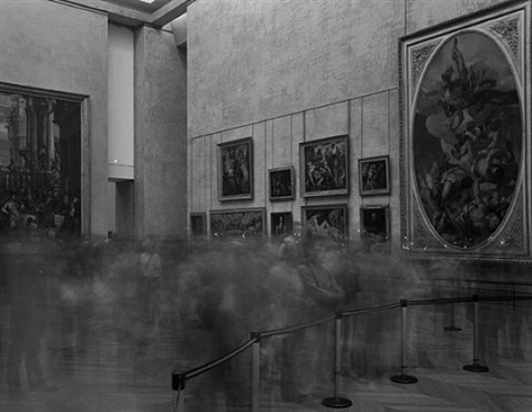 looking at la joconde, salle des etats, le louvre by matthew pillsbury