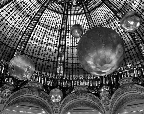 galeries lafayette en fete, paris by matthew pillsbury