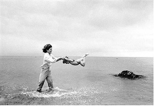 jacqueline kennedy swinging caroline in surf, hyannis port by mark shaw