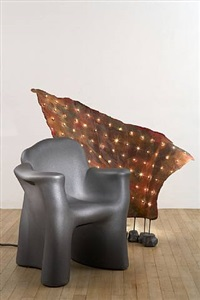 lampe « airport » + fauteuil « dalila due » by gaetano pesce