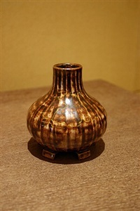 vase by seraphin soudbinine
