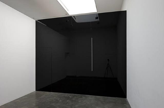 photo-souvenir : cut-out: jet black box on jet black wall, travail situé by daniel buren