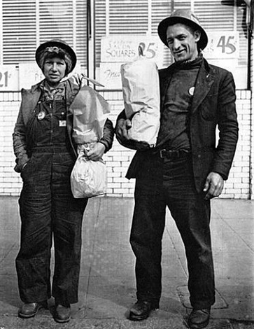 shipyard workers, richmond, ca by dorothea lange