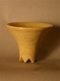 coupe évasée à piétement triangles en grès émaillé jaune / yellow enamelled stoneware cup by henri simmen