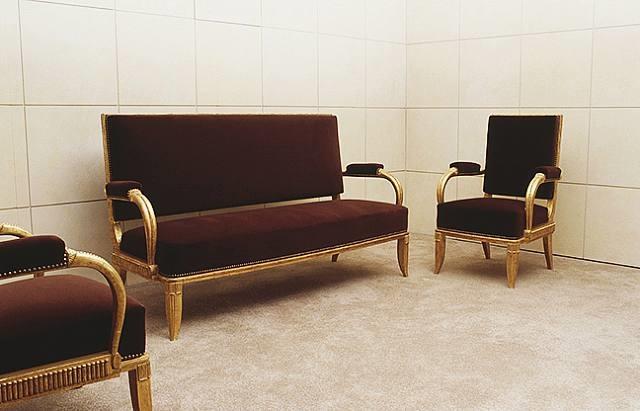 ensemble de salon salonicol composé d'un canapé et deux fauteuils en bois doré / set composed of a settee and two armchairs in gilt wood, salonicol model by émile jacques ruhlmann