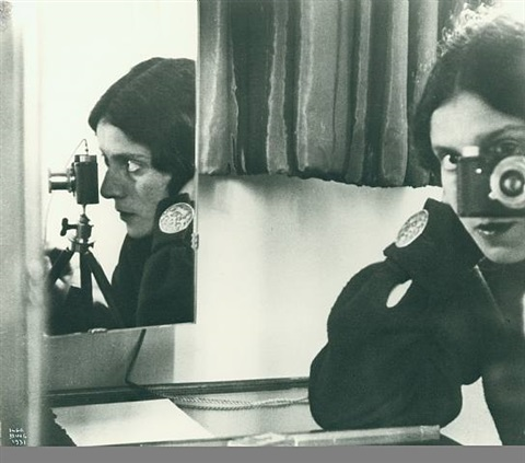 self portrait with leica by ilse bing