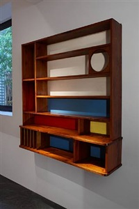 bibliothèque à compartiments en mélèze, à fonds colorés by charlotte perriand