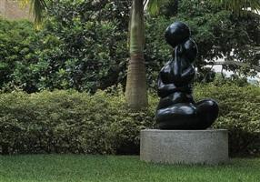femme assise grande taille (mujer sentada grande) by baltasar lobo