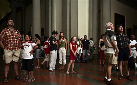 audience 1, galleria dell accademia florenz by thomas struth